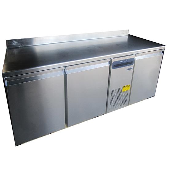 Kühltisch mit 3 Türen GN 1/1 und Aufkantung, -2°/+8°C - BESCHÄDIGT